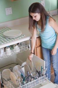 girl_dishwasher